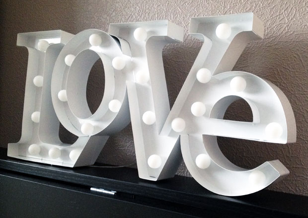 Love shaped wall hanging light review valuelights a mum reviews love shaped wall hanging light review valuelights a mum reviews mozeypictures Images