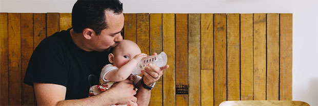 It's World Breastfeeding Week... And Dad's Got This! #DadsGotThis A Mum Reviews