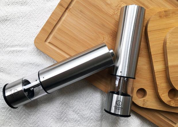 Electric salt grinder